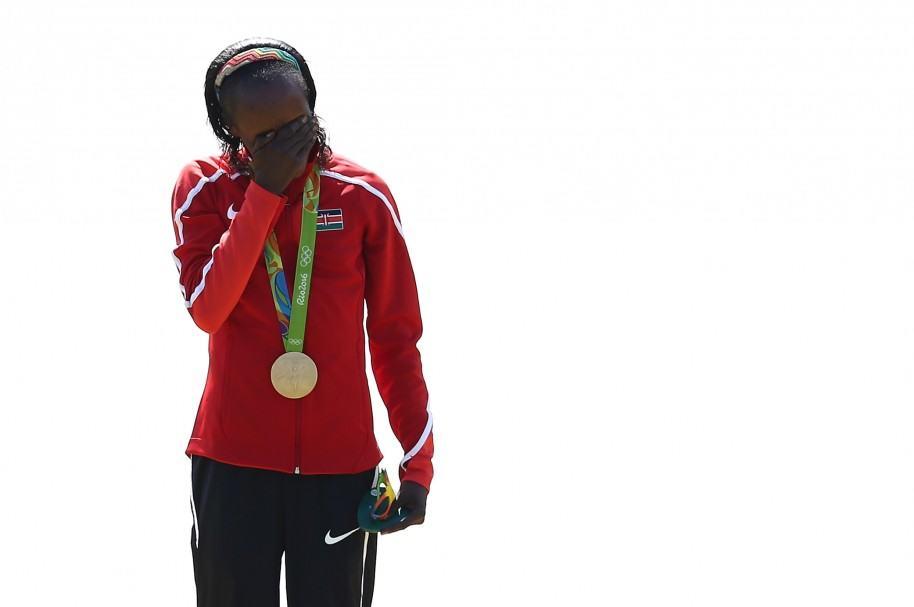 Jemima Jelagat Sumgong, de Kenia, durante su coronación en Río 2016
