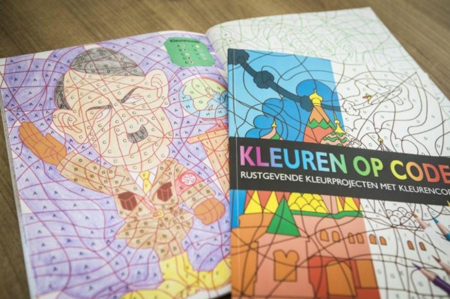Libro para colorear con imagen de Hitler.