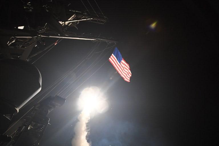 El presidente Donald Trump ordenó el lanzamiento de los misiles, desde el Mediterráneo, contra una base aérea de ese país.