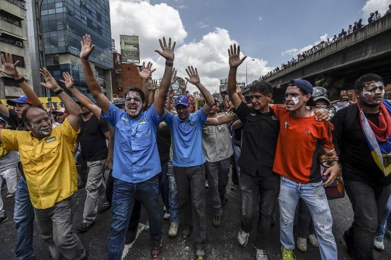 El excandidato a la presidencia de Venezuela marchó en Caracas acompañado por el político José Manuel Olivares.