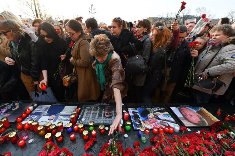 Homenaje a víctimas de atentado en metro de Rusia.