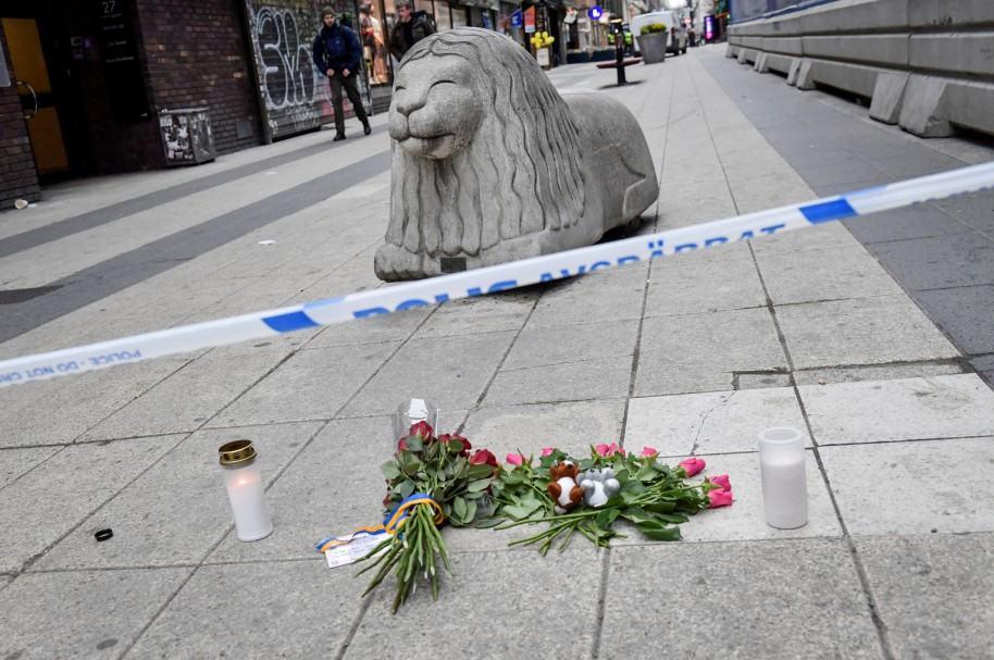 Ofrendas florales en el lugar del ataque, en Estocolmo