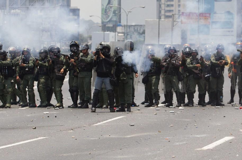 Policía en manifestaciones en Caracas