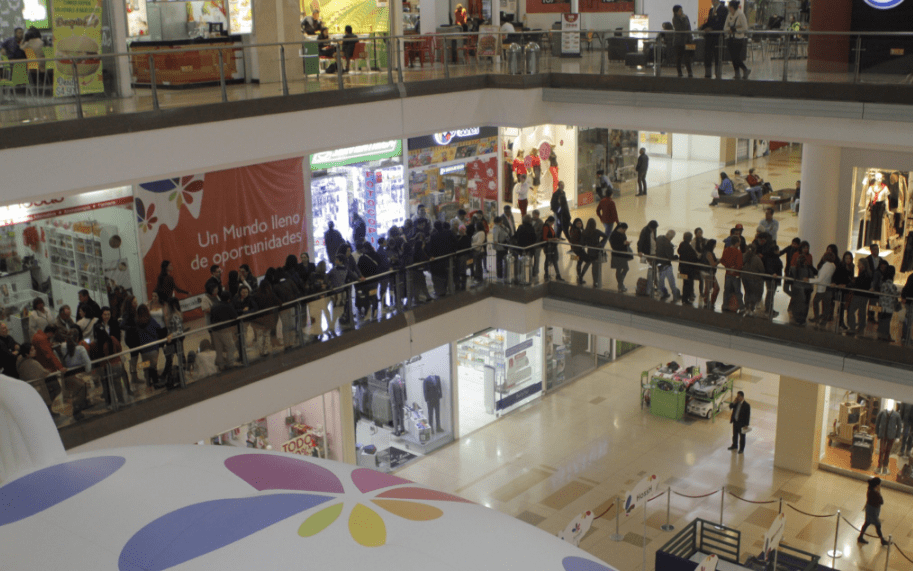 Interior del centro comercial Santafé