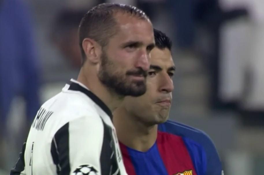 Giorgio Chiellini y Luis Suárez
