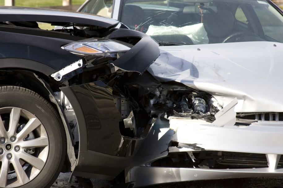 Dos vehículos chocan en accidente de tránsito