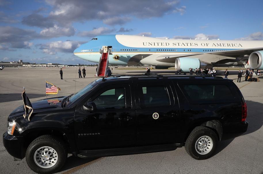 Avión y limusina presidencial