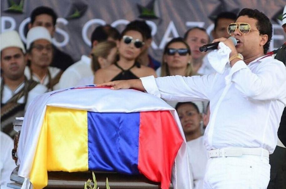 Rafael Santos rinde homenaje a su fallecido hermano Martín Elías.