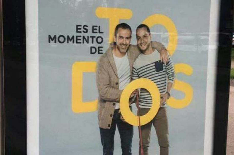 Campaña Bancolombia con pareja de hombres