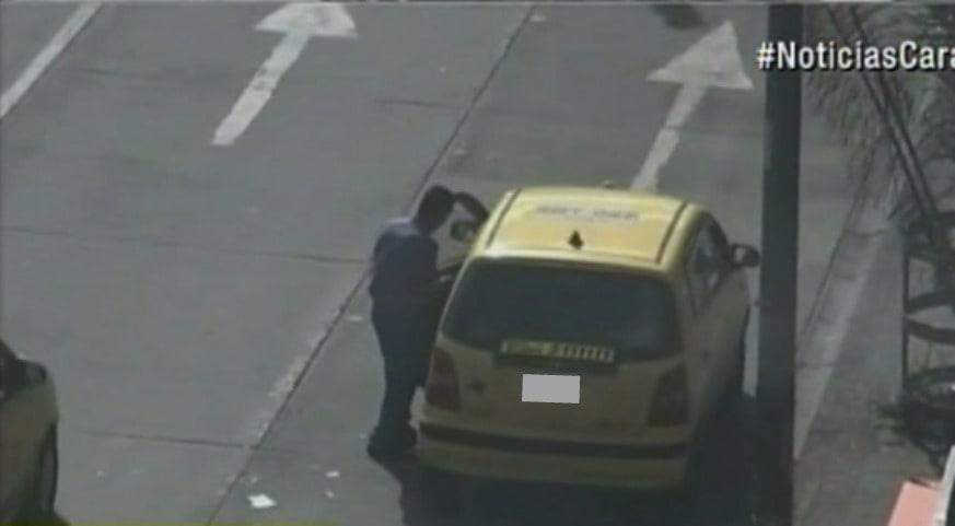 Ladrón robando un taxi en el centro de Bogotá. Pulzo.com