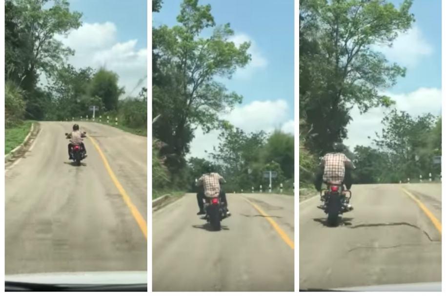 Serpiente intenta morder a un motociclista en carretera de Tailandia. Pulzo.com