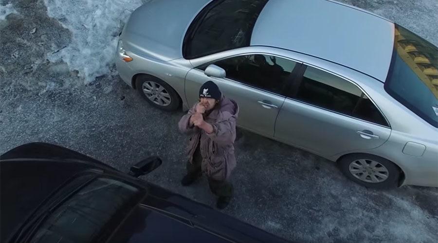 Hombre 'dispara' a dron