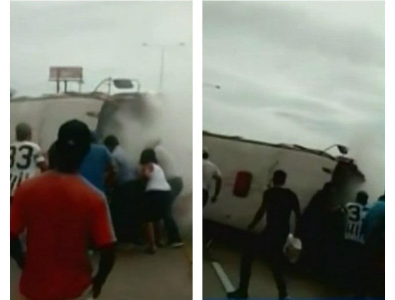 Transeúntes intentan rescatar a hombre atrapado debajo de un bus. Pulzo.com
