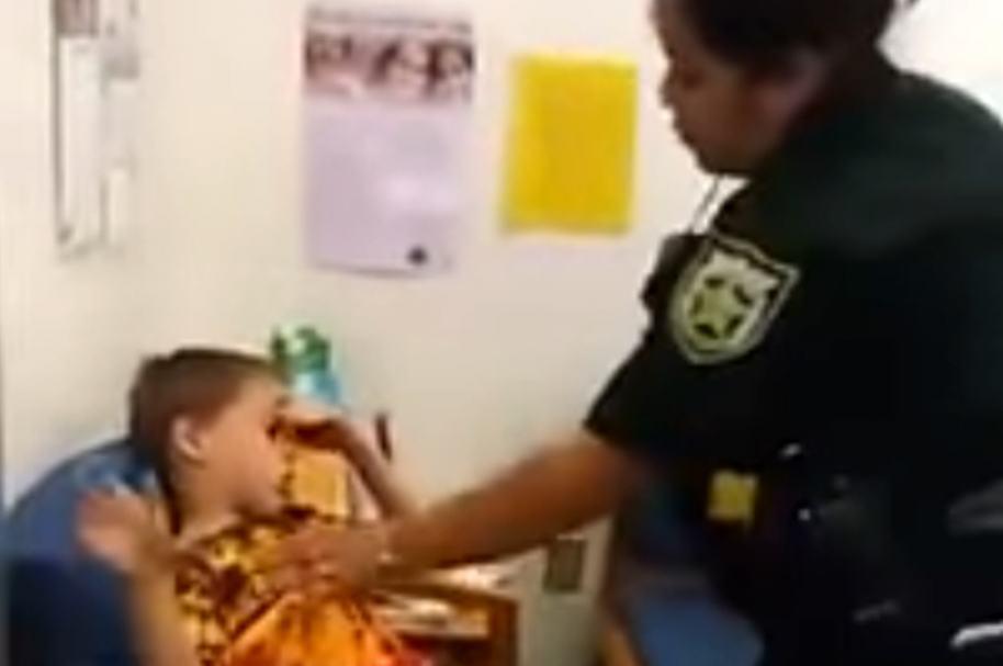 Arresto niño autista