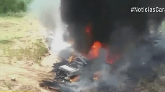Vehículo con combustible ilegal quemado en La Guajira.