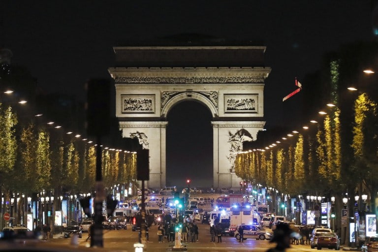 Campos Elíseos en París luego de atentado terrorista de Estado Islámico. Pulzo.com