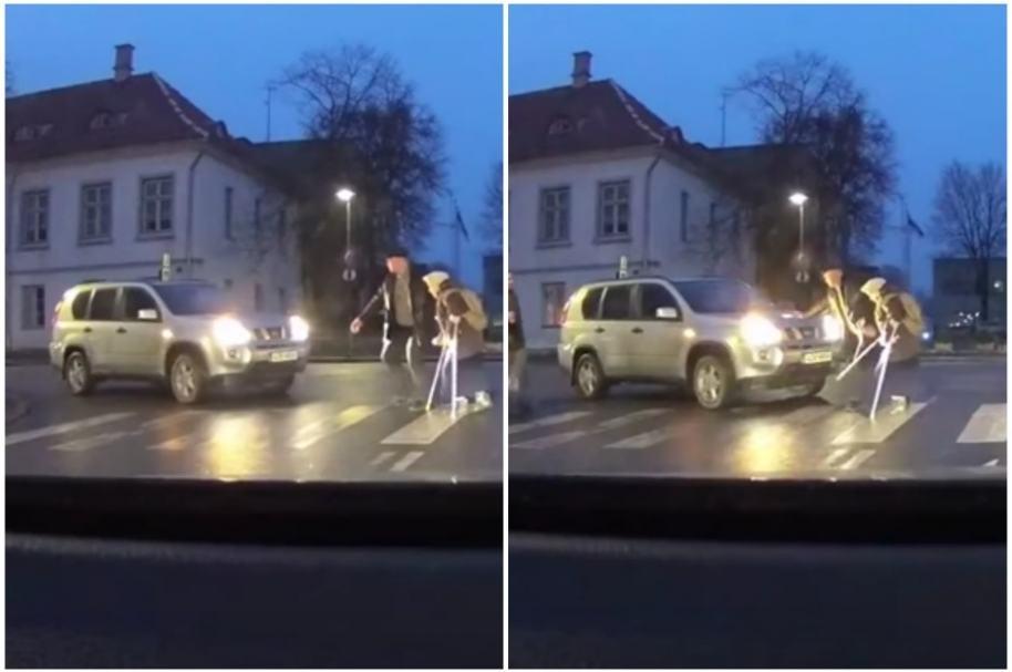 Hombre intenta ayudar a anciana.