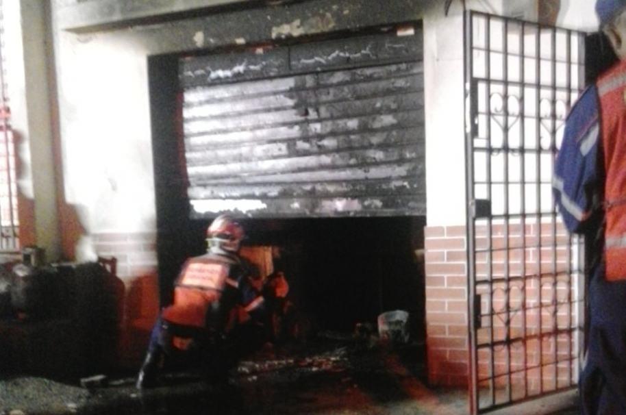 Incendio sede de Gobierno de Miranda