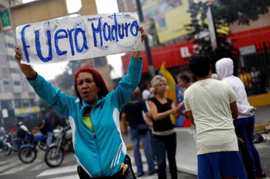 Opositora en plantón contra Maduro