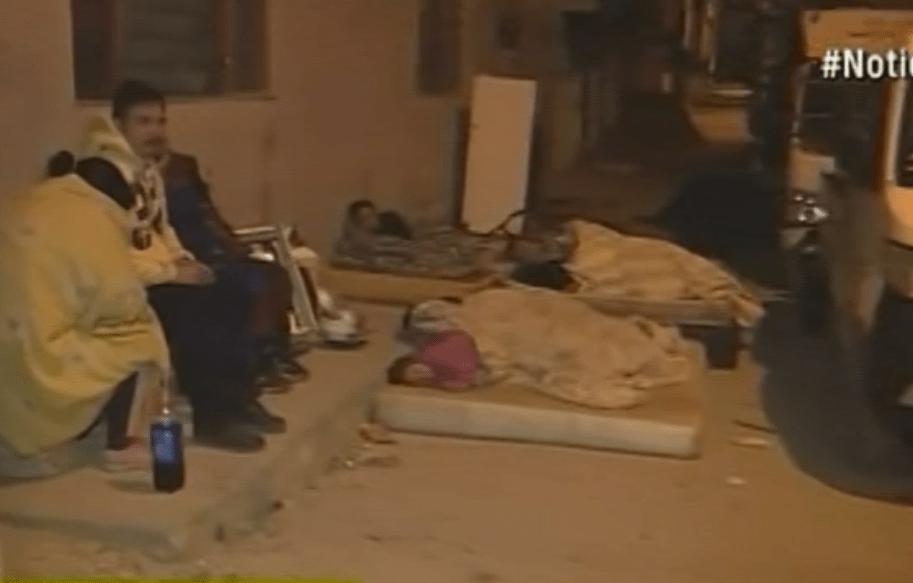 Personas desalojadas durmieron en la vía pública