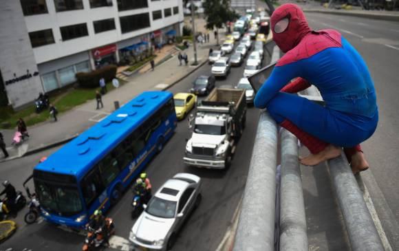 Spider-Man en semáforos de Bogotá