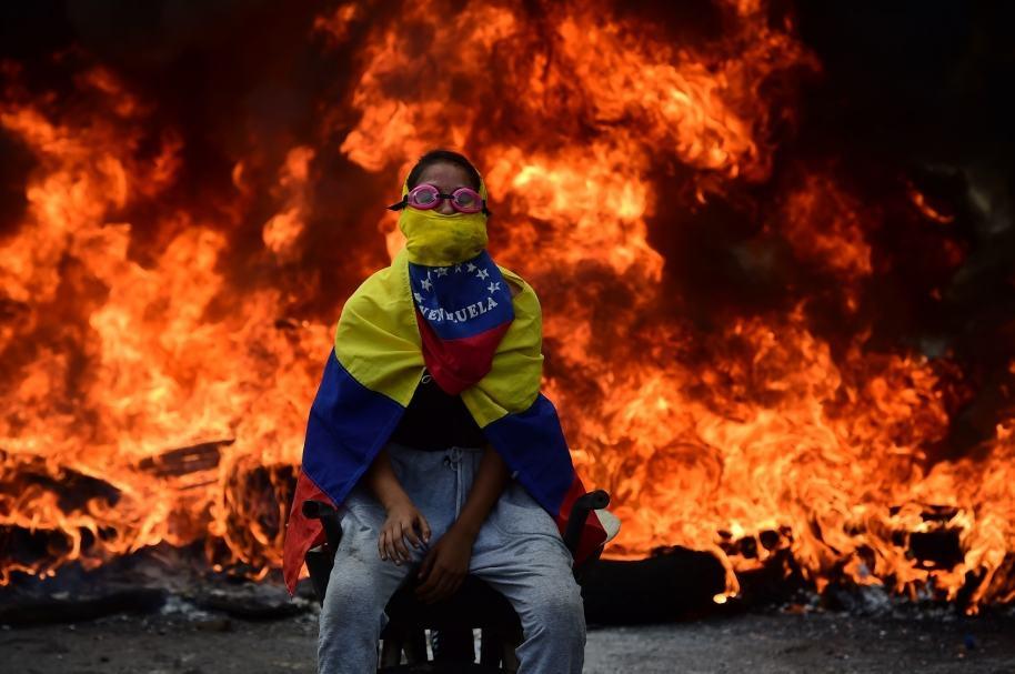 Manifestante de la oposición en Venezuela