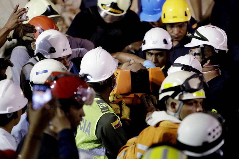 Ascienden a seis muertos por derrumbe de un edificio en Cartagena de Indias