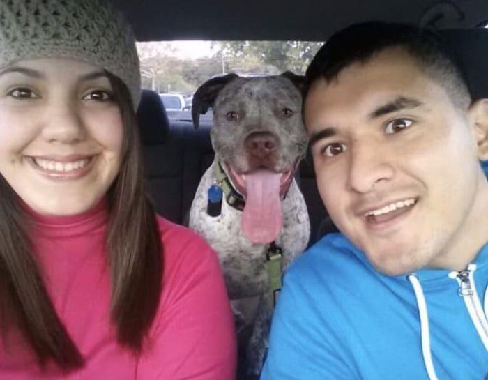 Rebecca, Frankie y su perro Apollo