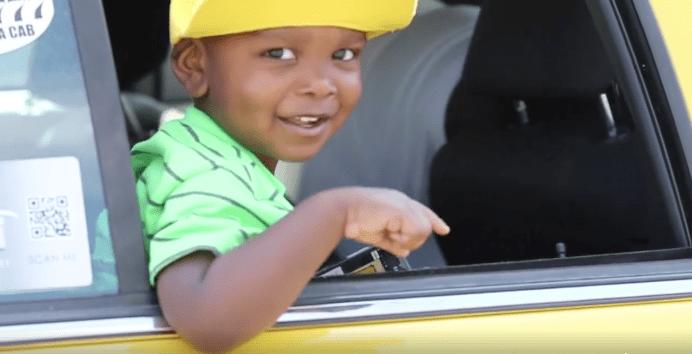 Niño imita 'intro' del 'Príncipe del Rap'. Pulzo.com