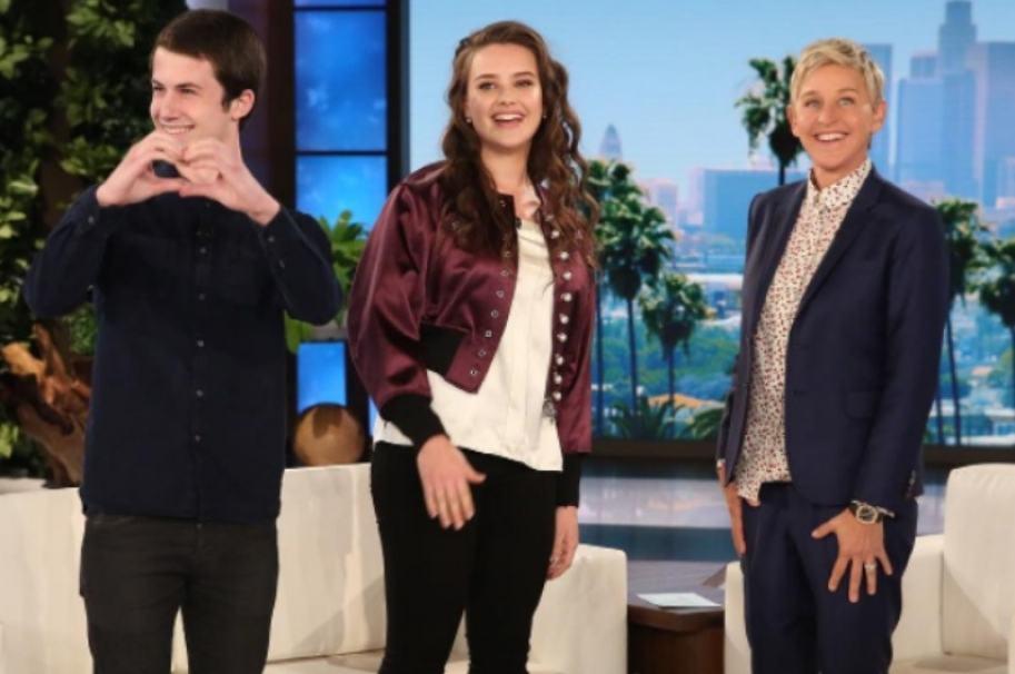 Dylan Minnette, Katherine Langford y Ellen DeGeneres. Pulzo.com