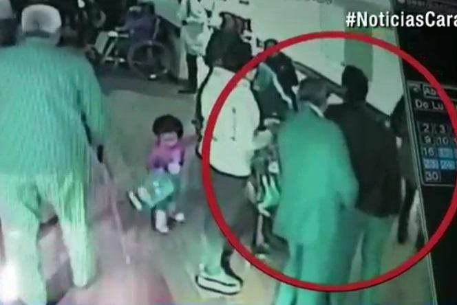 Momento en el roban a la mujer en la EPS