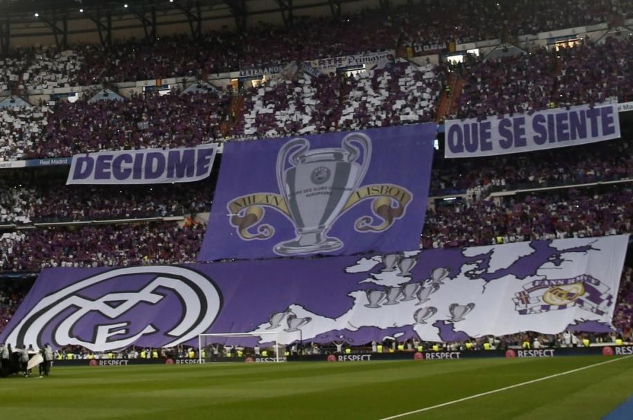 Pancarta en el Bernabéu previo al partido Real vs. Atlético