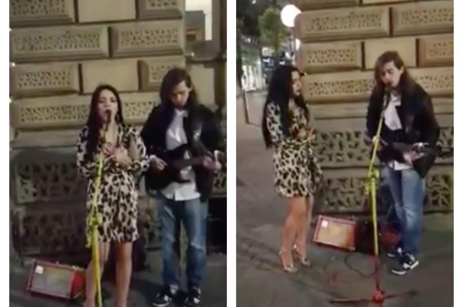 Desconocidos cantan en calle de Leeds, Inglaterra. Pulzo.com