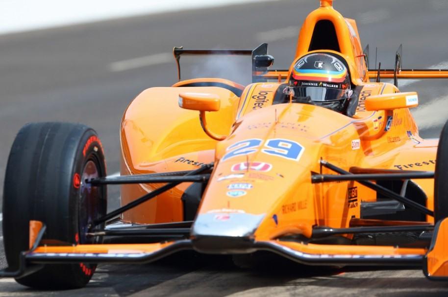 Fernando Alonso en su auto de Indy 500