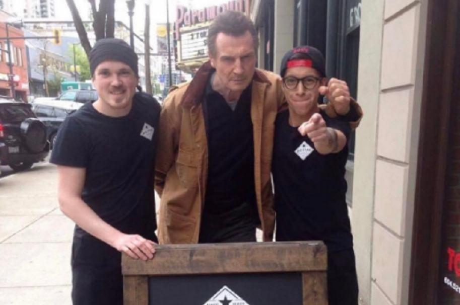 Liam Neeson come gratis en restaurante de Vancouver