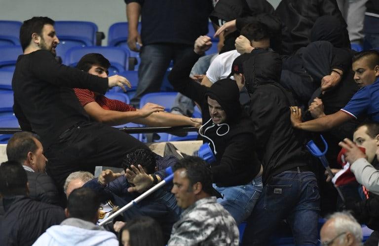Hinchas de Besiktas y Lyon se enfrentan en Francia