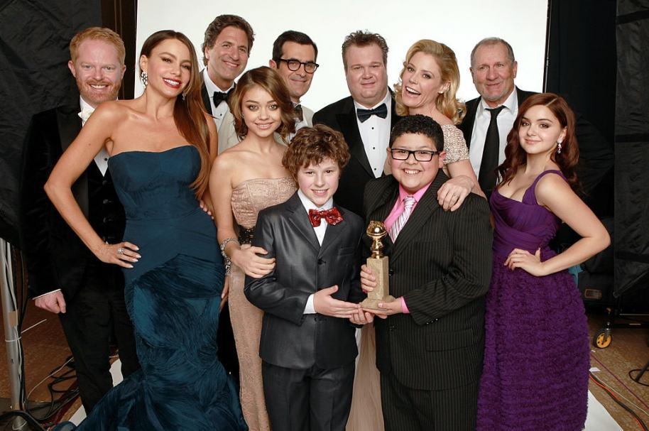 Actores y directores de Modern Family con el Globo de Oro