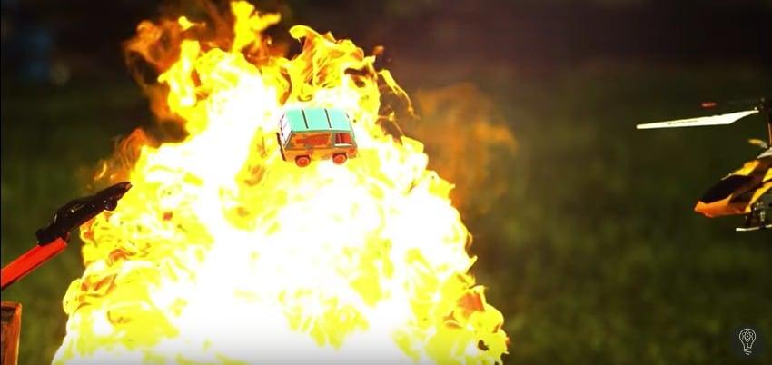 Carrera de carritos de juguete de películas de los 80. Pulzo.com