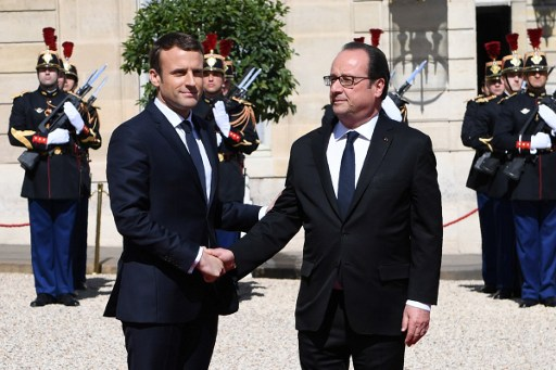 Emmanuel Macron, presidente de Francia, y Francois Hollande.