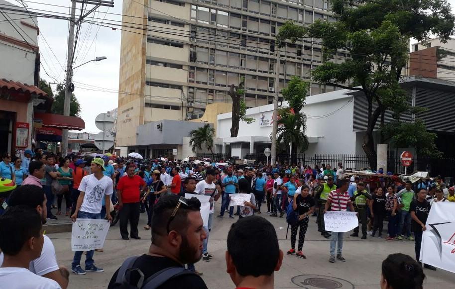Los docentes marcharon en Barranquilla