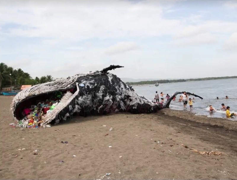 Ballena de plástico Greenpeace