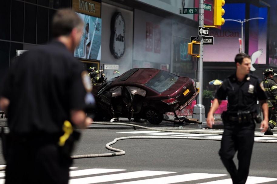 Carro arrolla a peatones en Nueva York