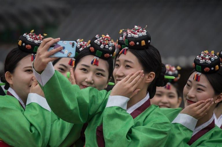 Selfi de jóvenes surcoreanas. Pulzo.com