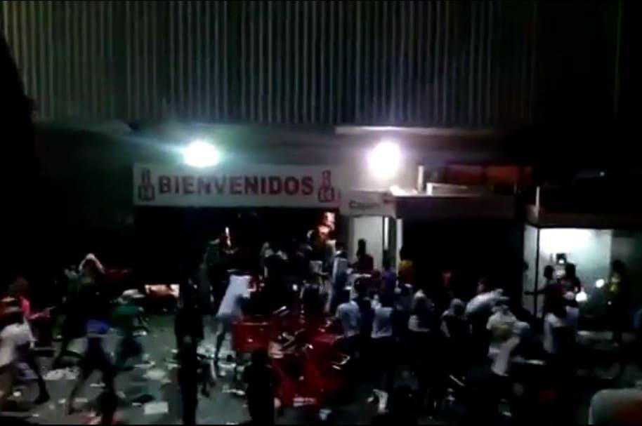 Saquean cajero de Bancolombia y almacen de La 14 en Buenaventura