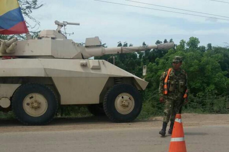 Tanquetas del Ejército en la frontera
