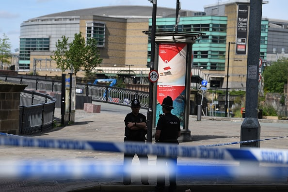 Policías cerca al Manchester Arena
