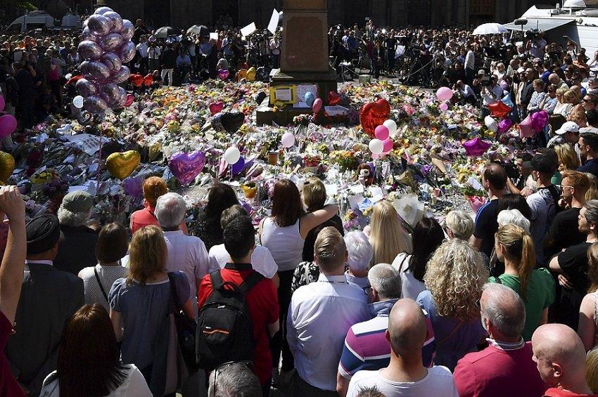 Homenaje a víctimas de atentado en Manchester