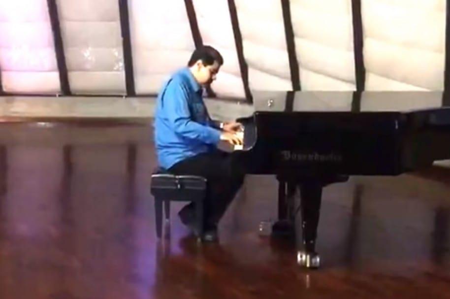 Maduro en el piano