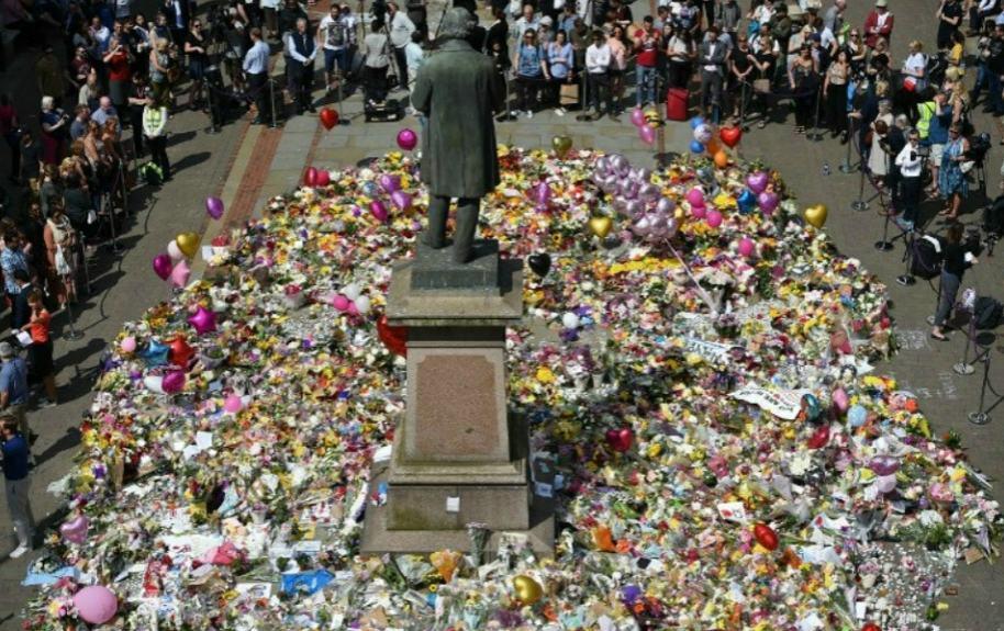 Homenaje a víctimas de explosiones en Manchester.