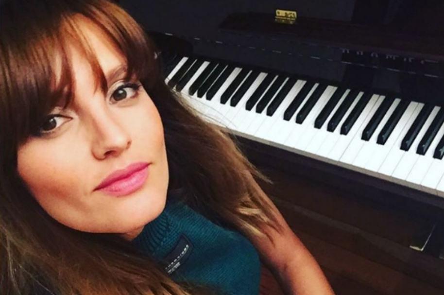 Nina Rodríguez, exreina de bella y cantante.
